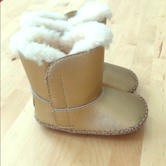 02cf6e881d8 baby UGG boots. size2/3
